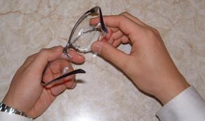 眼鏡を掛けている方のテニス時のスポーツメガネ用花粉症対策テニスめがねのご紹介