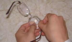 めがねを掛けている方のテニス時のスポーツメガネ用花粉症対策テニス眼鏡のご紹介