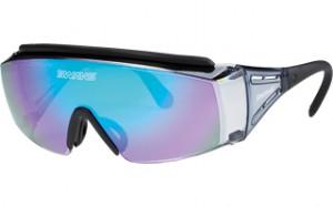 登山どきのメガネを掛けている方の便利なオーバーサングラスのご紹介。
