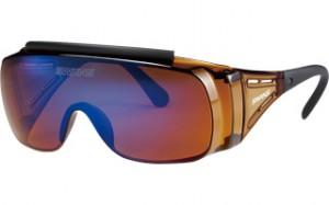 スポーツ観戦どきのメガネを掛けている方の便利なオーバーサングラスのご紹介。