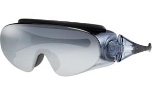 スキーどきの眼鏡を掛けている方の便利なオーバーサングラスのご紹介。