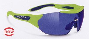 スポーツグラス度つきは、メガネを掛けている方にとって集中力を高める装用感が重要です。