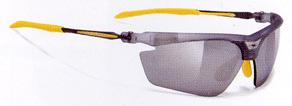 曇りにくい度つきスポーツサングラスは、フレームの設計が違います。