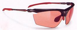 スポーツサングラス選びは、スポーツ競技に合ったサングラスを選ぶこと。