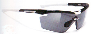 度入りスポーツグラスには度付きサングラスやメガネや度付きゴーグルがあります。