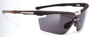 度付きスポーツグラスには度つきサングラスやメガネや度入りゴーグルがあります。