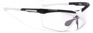 度つきスポーツグラスには度付きサングラスやメガネや度入りゴーグルがあります。