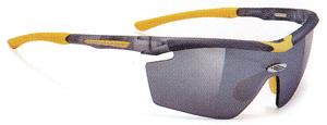 度つきスポーツグラスには度付きサングラスやメガネや度付きゴーグルがあります。