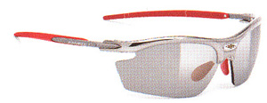 女性用スポーツサングラス度入りはスポーツ競技に合ったサングラスを選ぶ事が大切。