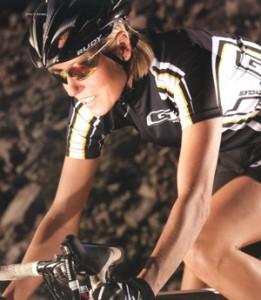 女性用スポーツサングラス選びはサングラスフレームの選び方が大切。