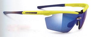 度つきスポーツグラスには度つきサングラスやメガネや度入りゴーグルがあります。