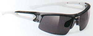 度入りスポーツサングラス選びは競技によってサングラスのデザインがちがいます。