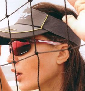 女性用スポーツグラスには、サングラスの形状や軽さが大切です。