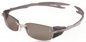 度つき偏光サングラスの精度は、偏光レンズの製法技術によって見え方に違いがある。
