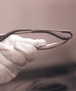 度入り偏光サングラスの精度は、偏光レンズの製法技術によって見え方に違いがある。