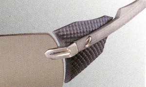偏光サングラス度入りの精度は、偏光レンズの製法技術によって見え方に違いがある。