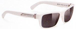 眩しさや紫外線から目を護るスポーツサングラスはレンズカラー選びが大切です。