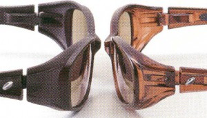 度付きサングラスの理想は、偏光フィルターを仕様した度付き偏光サングラスが快適です。