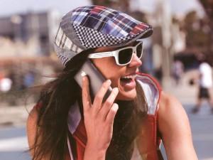 女性向きのおしゃれなスポーツサングラス選びは、サングラス専門店にご相談下さい。