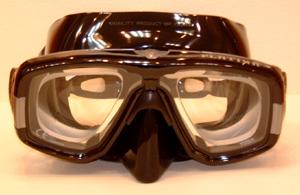 スキューバダイビング時の度付きダイビングマスクはスポーツグラス専門店にお任せ下さい