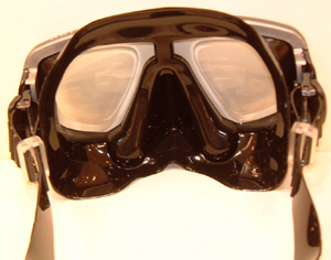 スキューバダイビング時の度入りダイビングマスクはスポーツグラス専門店にお任せ下さい