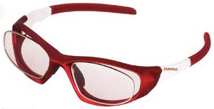 眼鏡を掛けている方でスポーツをされる時の度つきサングラス選びは大切です。