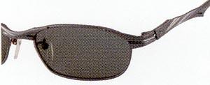 マリンスポーツに適した偏光レンズは、海面がハッキリと見えます。