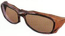 偏光サングラスの命は偏光フィルターとレンズの製法によって違いがあります。