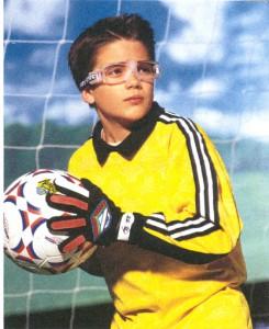 少年サッカー用メガネ装用のシーン