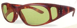 一般のサングラスと違って光量不足による視力低下がない遮光サングラス。