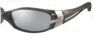 路面の照り返しが消える偏光レンズカラーはサングラスの理想です。