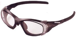 眼鏡を掛けている方でスポーツをされる時の度付きスポーツメガネ選びは大切です。
