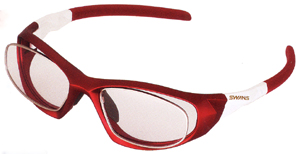 眼鏡を掛けている方でスポーツをされる時のスポーツメガネ度付き選びは大切です。