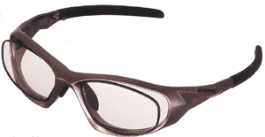 眼鏡を掛けている方でスポーツをされる時のスポーツメガネ度入り選びは大切です。