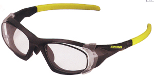 眼鏡を掛けている方でスポーツをされる時のスポーツ用メガネ度入り選びは大切です。