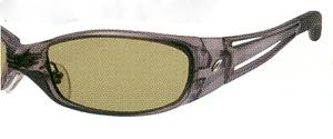 プレーヤーやボールの動きが捉えやすくなり、快適な視界が得られる偏光サングラス。