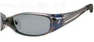 野外でのスポーツ観戦やドライブ、サイクリング等にとても快適な視界を得られるサングラス。