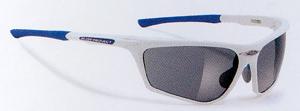眼鏡を掛けている小顔の方や女性向きの偏光調光スポーツ用サングラス度入りです。