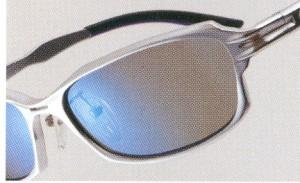 雪道の照り返しは思ったより眼に負担を与えるため偏光サングラスをご提案。