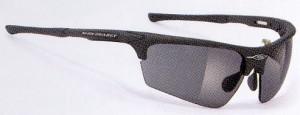 眼鏡を掛けている小顔の方や女性向きの度付き偏光調光スポーツ用サングラスです。