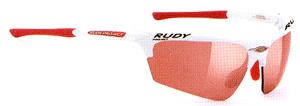 スポーツ競技における自転車時に集中力を高めるスポーツ用サングラスは重要です。