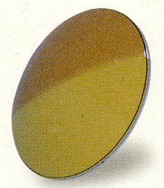 光の量によってレンズのカラー濃度が変わる偏光調光レンズがあります。
