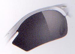 スポーツ用サングラスは天候や時間によってレンズのカラー濃度が変わるサングラスがお奨めです。