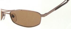 偏光レンズには高性能な偏光フィルターと繊細な加工技術が必要です。