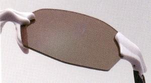 まぶしさと乱反射を抑えることができる偏光サングラスは、アウトドアに最適です。