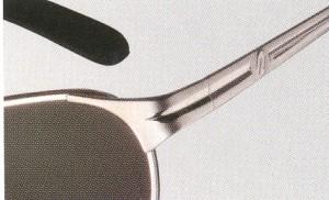 状況に応じた偏光レンズカラーの偏光グラスを掛けることが大切です。