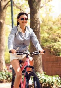 スポーツ用サングラスは機能を「重視、ファッションを重視によって選ぶサングラスが違います。