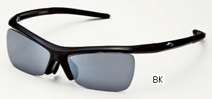 めがねを掛けている方のスポーティな度付きサングラスのご提案眼鏡専門ショップ。