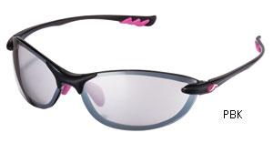 スポーツ用サングラスは軽くフィット感が優れたサングラス選びが大切。