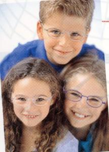 子供用のかわいい普段メガネとスポーツメガネを兼用していただくご提案。